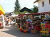Vielseitiges Warenangebot bei der Kirchweih in Neukirchen/Haggn