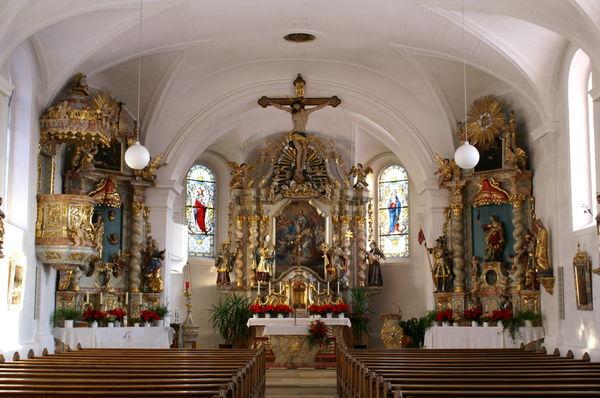 Innenansicht der Pfarrkirche St. Martin in Neukirchen