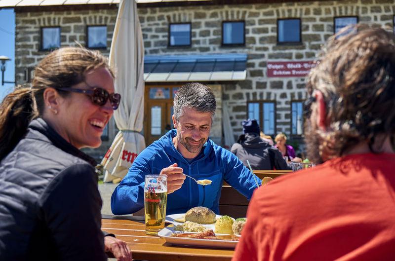 Gemütliche Einkehr im Berggasthof Dreisessel