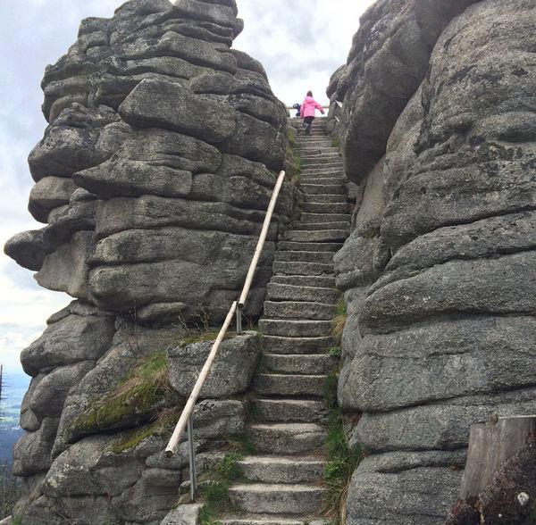 Der Aufstieg auf den Dreisessel im Bayerischen Wald belohnt mit einem tollen Ausblick!