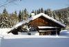 Verschneites Bauernhaus im Langlaufgebiet Nationalparkregion Rachel-Lusen im Bayerischen Wald