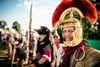 Beim Römerfest Salve Abusina wird Geschichte erlebbar: historische Gruppen zeigen, wie die Römer vor rund 2.000 Jahren lebten und kämpften.
