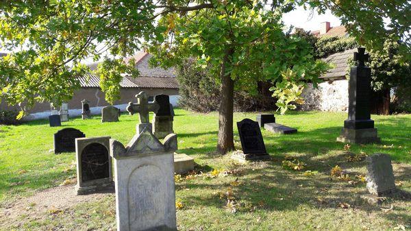 Alter Friedhof Breslack, Foto: Besucherinformation Neuzelle, Foto: Besucherinformation Neuzelle