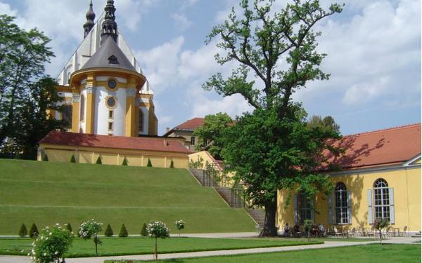 Klosterkirche und Orangerie, Foto: TMB-Fotoarchiv/Hoffmann