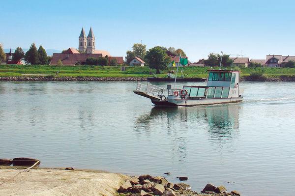 Die Donaufähre Altaha bei Niederalteich