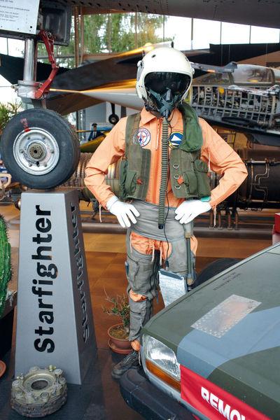 Piloten-Statue im Gerhard-Neumann-Museum in Niederalteich im Deggendorfer Land