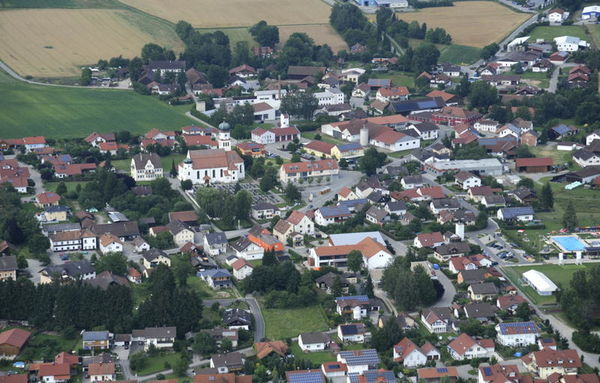 Die Gemeinde Niederwinkling liegt im östlichen Teil des Landkreises Straubing-Bogen