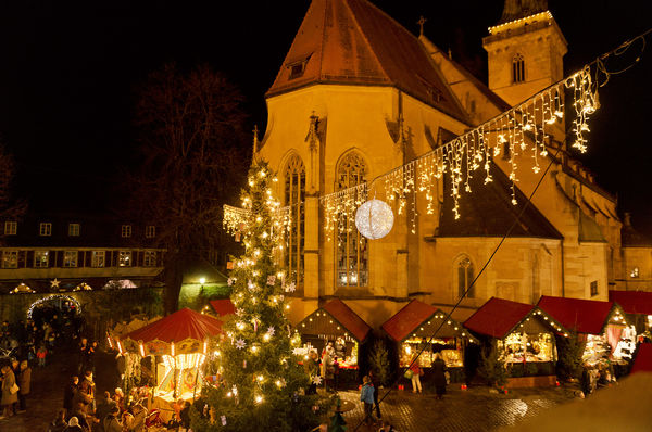 Nürtinger Weihnachtsmarkt rund um die Nürtinger Stadtkirche