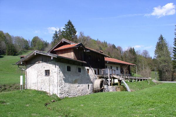 Mühle mit Mühlenrad in Nußdorf.