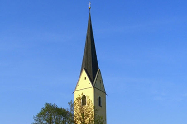 Kirchturm der Wallfahrtskirche St. Leonhard
