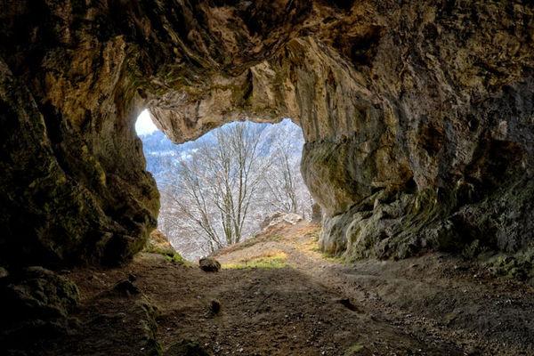 Blick aus der Höhle Grafenloch.