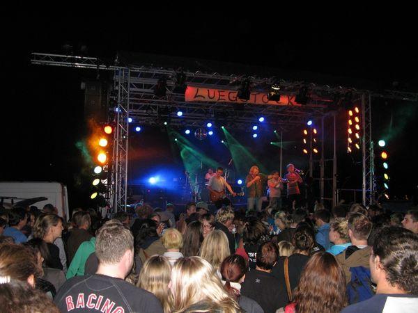 Zuschauermenge beim Luegstock Festival.