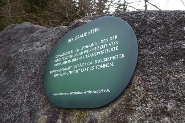 Infotafel am Naturdenkmal Grauer Stein