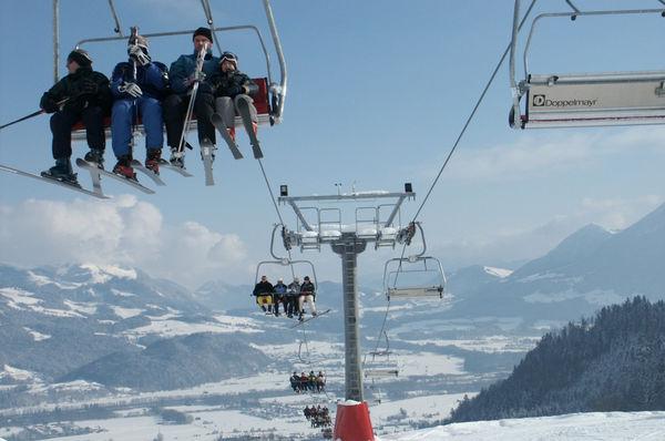 Liftfahrt im Skigebiet Oberaudorf.