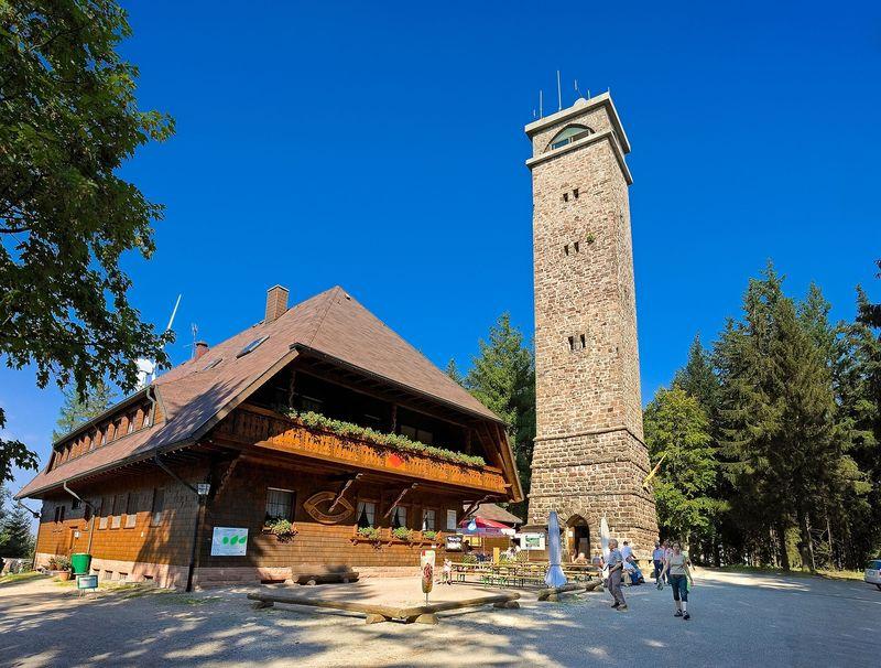 Brandenkopf: Wanderheim mit Aussichtsturm