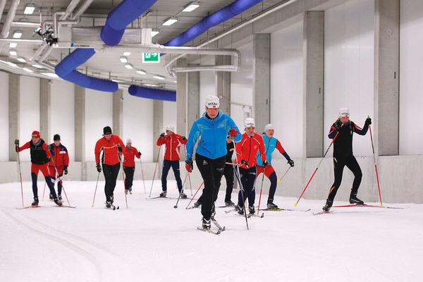 Breitensportler in der DKB-Skisport-HALLE
