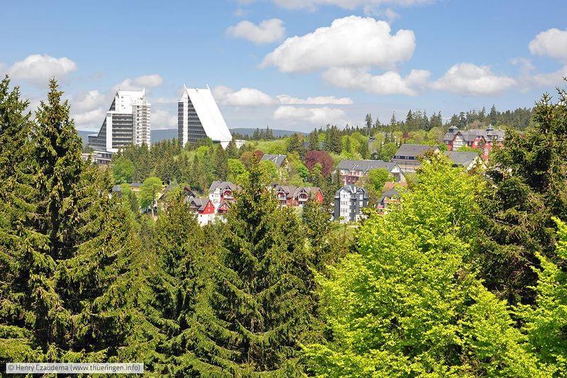 Blick auf Oberhof im Sommer
