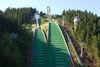 Blick auf die Schanzenanlage im Kanzlersgrund Oberhof im Sommer