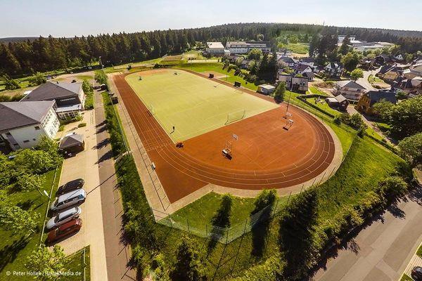 Luftaufnahme des Sportplatzes in Oberhof