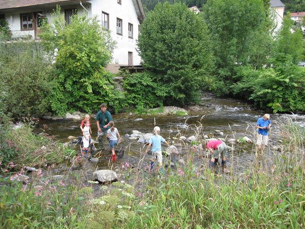Kinder beim Ferienprogramm des Angelsportvereines
