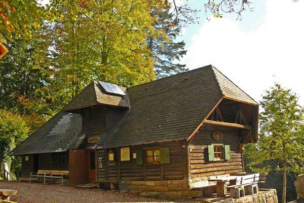 Kreuzsattelhütte im Herbst