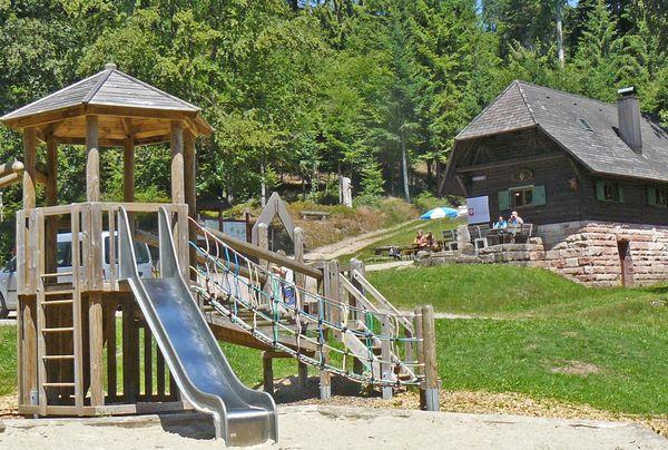 Spielplatz bei der Kreuzsattelhütte in Oberwolfach