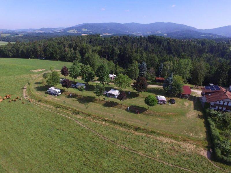 Campingplatz Kapfelberg in Alleinlage am Waldrand bei Offenberg