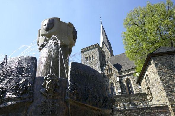 Geschichtsbrunnen - Turm Martinus Kirche