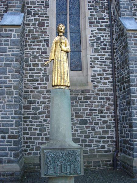 Agatha Statue