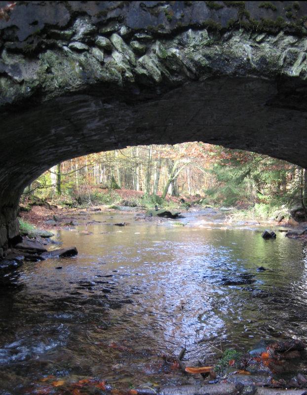Steinbrücke an der Elpe