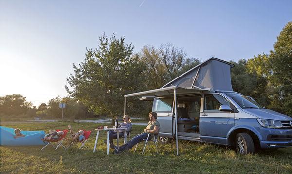 Familie am Campingplatz