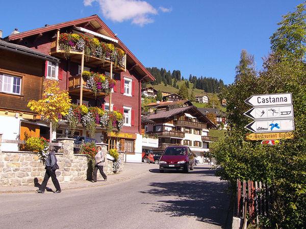 Dorfplatz Pany mit Restaurant