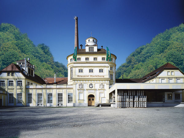 Blick auf die Brauerei Hacklberg im Stadtgebiet von Passau