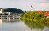 Blick auf den grünen Inn in Passau