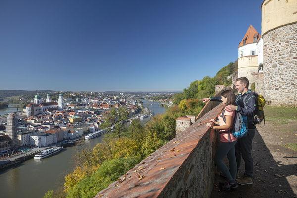 Blick auf Passau mit Dom von der Veste Oberhaus.