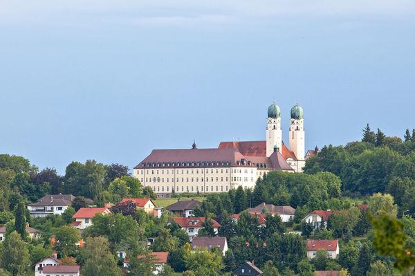 Blick auf die Abtei Schweiklberg in Vilshofen