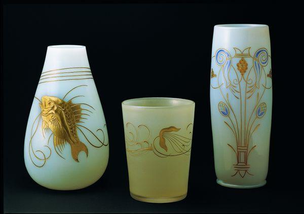 Vasen und Becher im Glasmuseum Passau