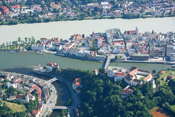 Blick auf die Passauer Altstadt - hier befindet sich auch das Museum Moderner Kunst Wörlen