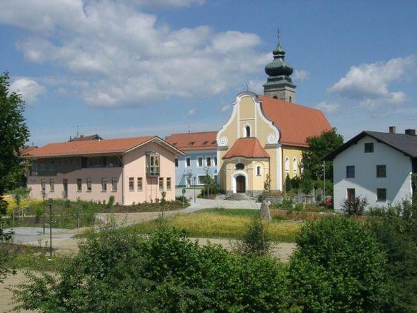 Die Gemeinde Patersdorf ist mit ihren Höhenunterschieden von 500 m bis 810 m und der zentralen Lage, der ideale Ausgangspunkt für viele Wandertouren.