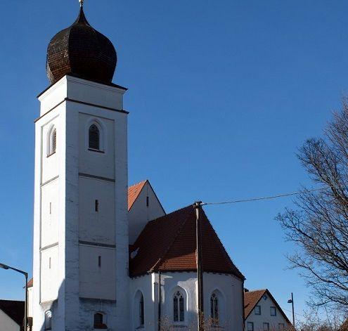 Außenansicht der Filialkirche Hl. Dreifaltigkeit in Paunzhausen/ Walterskirchen
