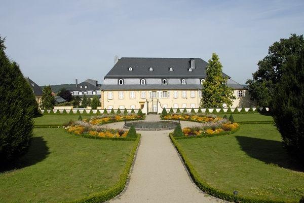 jardin baroque jardins sans limites. Black Bedroom Furniture Sets. Home Design Ideas