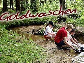 Familienerlebnis beim Goldwaschen