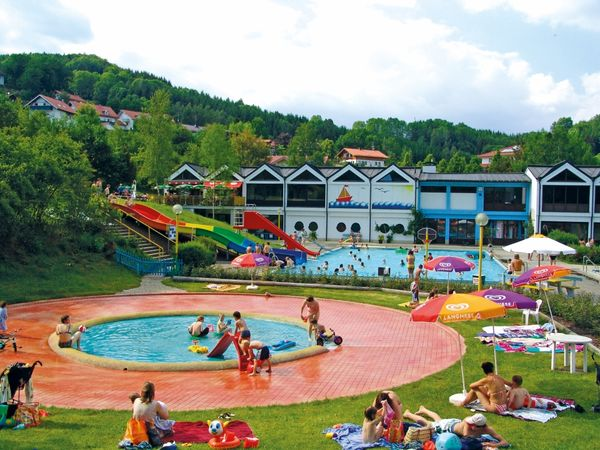 Badevergnügen pur gibt es im Familienbad in Perlesreut
