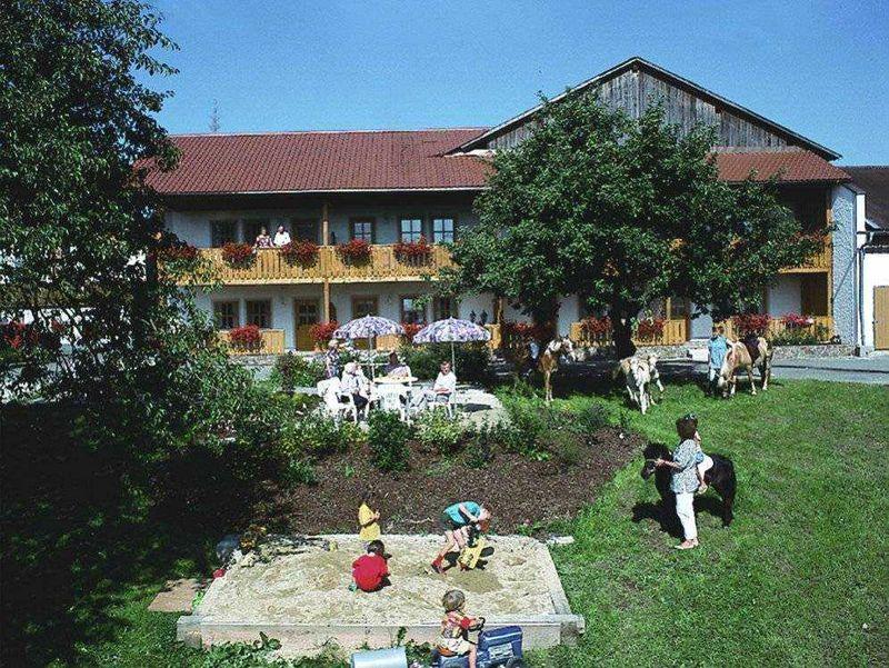 Blick auf den Ilztal-Ferienhof bei Perlesreut im Bayerischen Wald