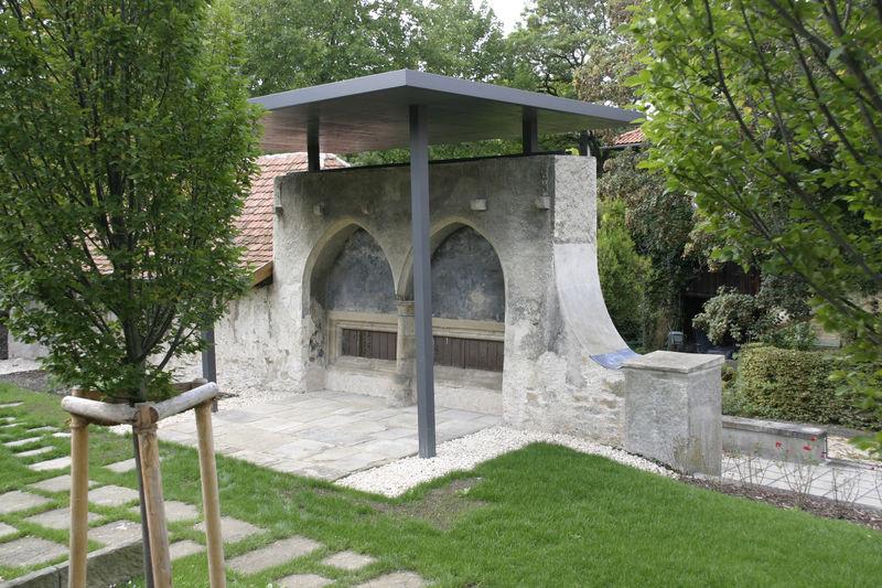 Sprechgitter im Klostergarten