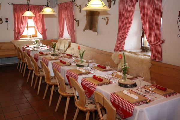 Gemütliche Gaststube in der Almberghütte