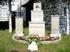 Kriegerdenkmal bei der katholischen Pfarrkirche in der Ortsmitte von Philippsreut