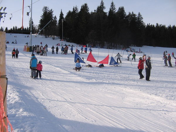 Winterspaß am Kirchenlift im Familienskigebiet Mitterdorf
