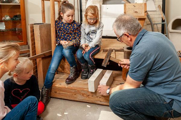 Ein Museumsbereich zeigt die lange Tradition der Plößberger Ofenbauer