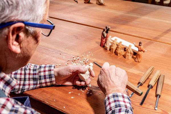 Bis heute ist Plößberg für die handgefertigten Krippen und Figuren aus Holz bekannt